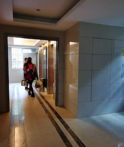 电梯入口处