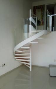 Escalera de caracol en vidrio templado