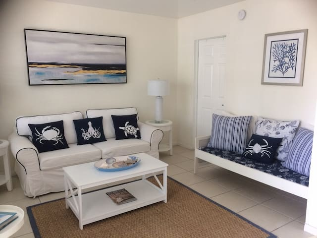 Gorgeous Beachy Chic Condo in Key Biscayne
