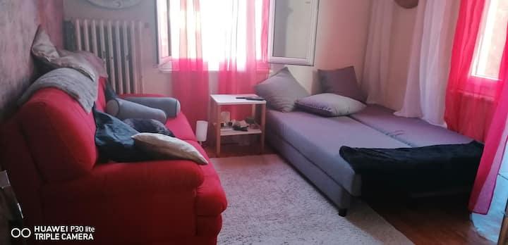 Salon Meublée canapé lit pour 2 au centre de sion