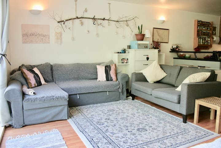 Cosy, quiet home for 2-4 in leafy Zone 2 London