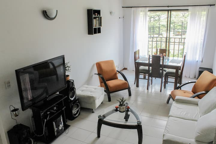 Private room & Bathroom next to Metro of Envigado