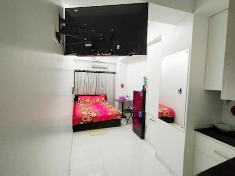 5 mins to Airport Ac Studio room+private entrance