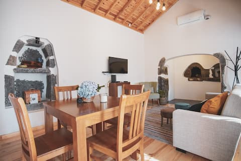 Ribeira House I - private terrace, AC & breakfast