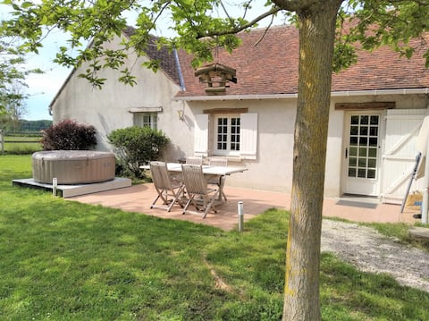 Cottage with big garden well located.