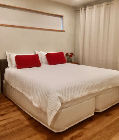 Second  bedroom  with  a  king bed,available as  two  singles  if required.