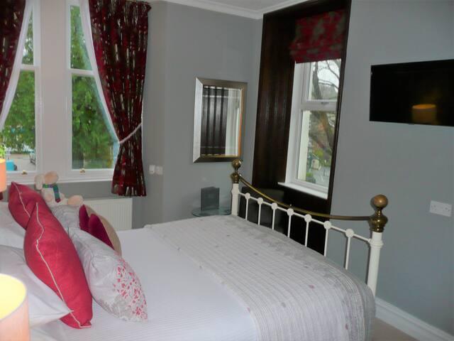 Room 4 King Size Double Bedroom
