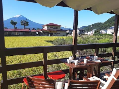 【免费接送】所有房间的富士山都很棒!宽敞的房子供私人使用。步行10分钟即可到达著名的樱花和湖泊
