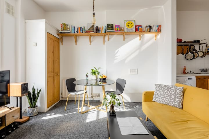 Bright, cosy, and clean apartment by London Fields