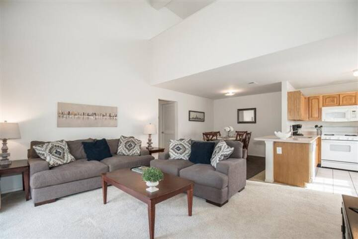 Spacious 2 Bedroom with loft (605)