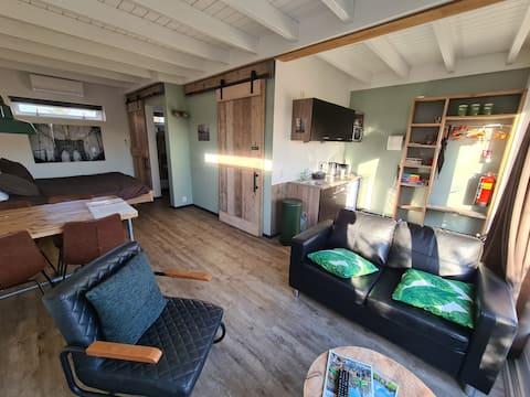 Estúdio espaçoso com terraço e sauna/jacuzzi
