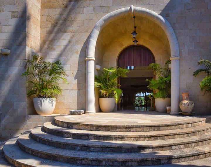 Fabulous Luxury Villa with Gardens & Pool