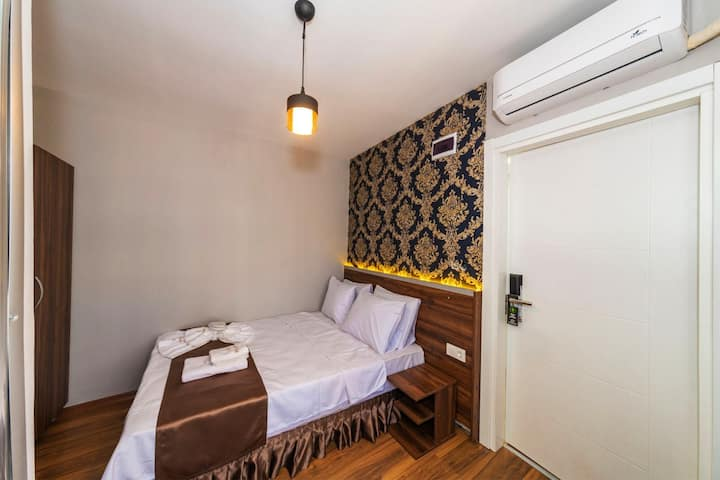Budget Double Room In Taksim