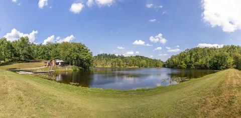 Private 12 acre lake & island, 80 acres & hot tub!