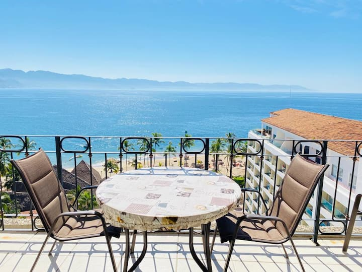 BEAUTIFUL CONDO WITH SPECTACULAR OCEANVIEW