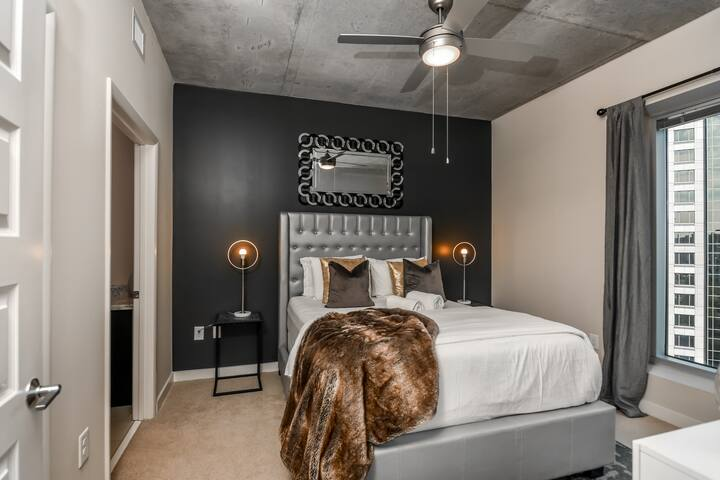 NOHOTEL | Cozy, Sophisticated - Walkers Paradise