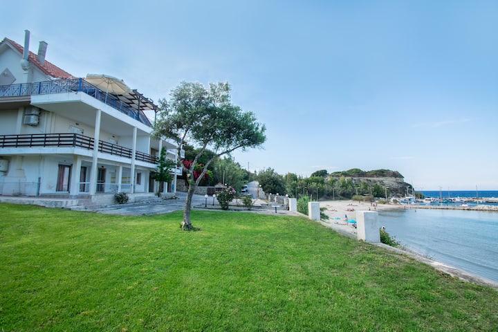 Paradiso Del Mare beachfront - Two-Bedroom Apartment 1