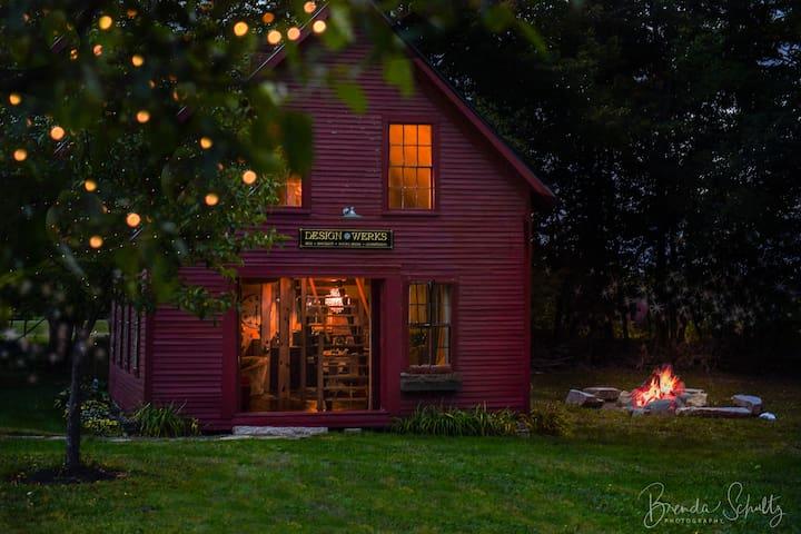 Historic Maine Canoe Shop Near lake, hiking & A.T.
