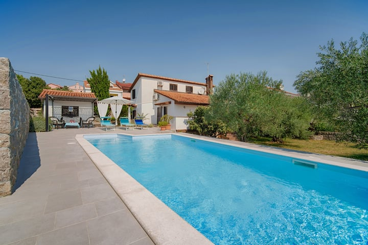 Very nice holiday home with a wonderful pool area