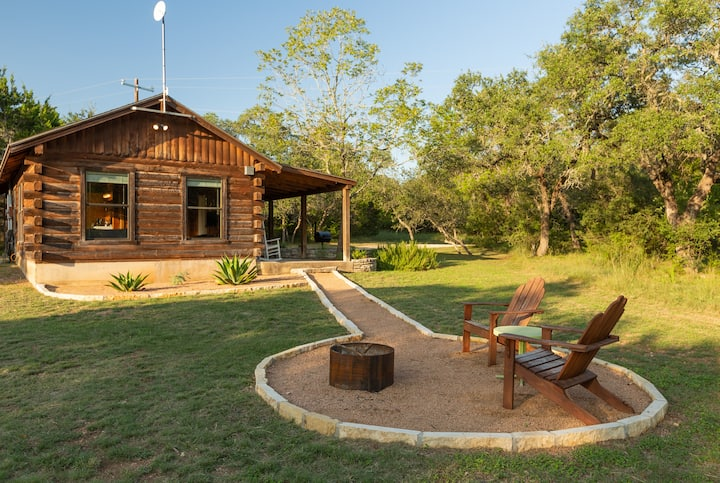 Romantic Log Cabin on Smith Creek **hot tub**