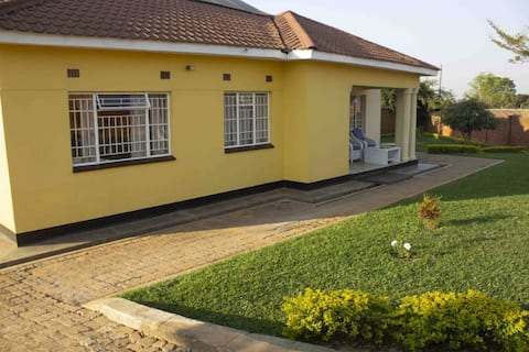 Chrina's: A quiet suburban secured guest house