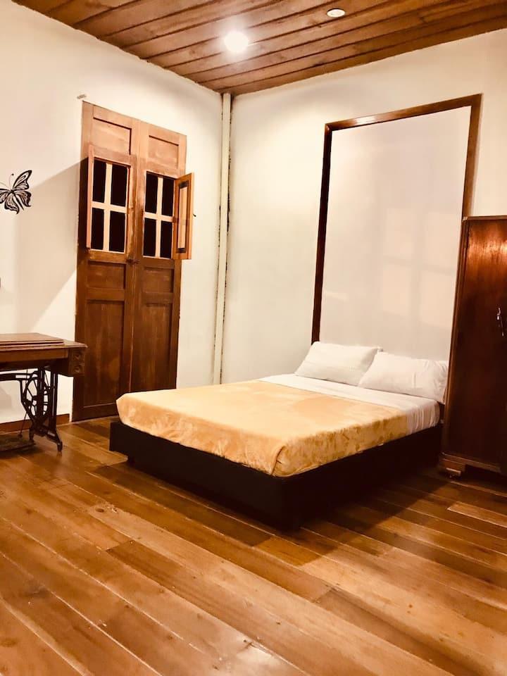Hermosa Habitación 1 en Hostal con Desayuno y WIFI