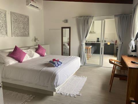 Movida Inn Aruba-Courtyard ViewAPT NEAR Palm Beach
