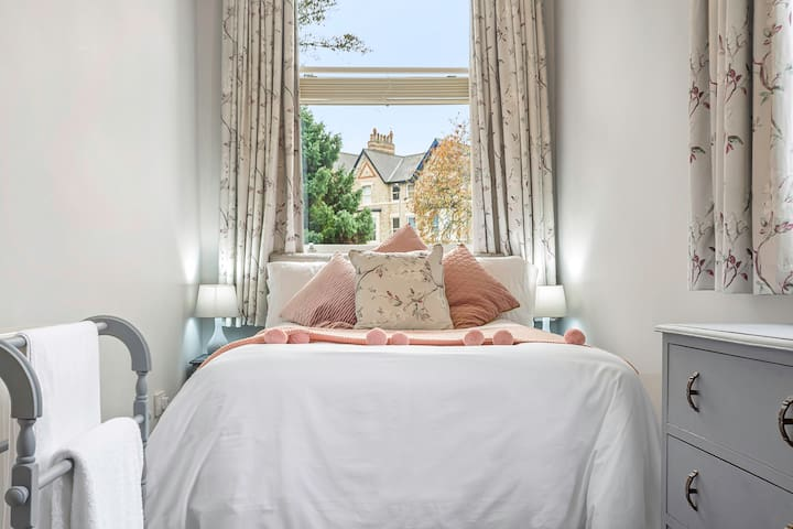 Bedroom 3 with small double bed.