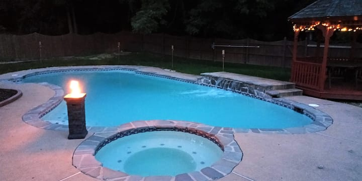 Private Heated Pool & Jacuzzi, I-95, Malls & D.C.