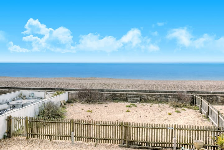 Modern 2 bed with sea views & direct beach access