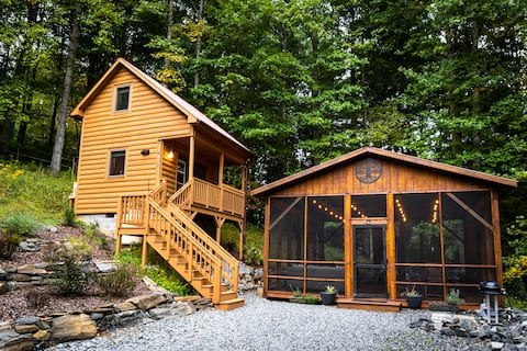 Tiny Cabin in Todd - Hot Tub, Views, Lounge Area
