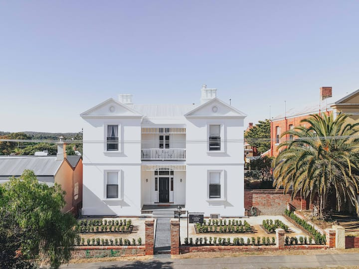 Campbell House - 1882 - Luxury Group Escape