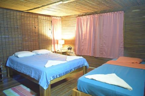 Room. Triple Basic / Shared Bathroom - H. La Qhia