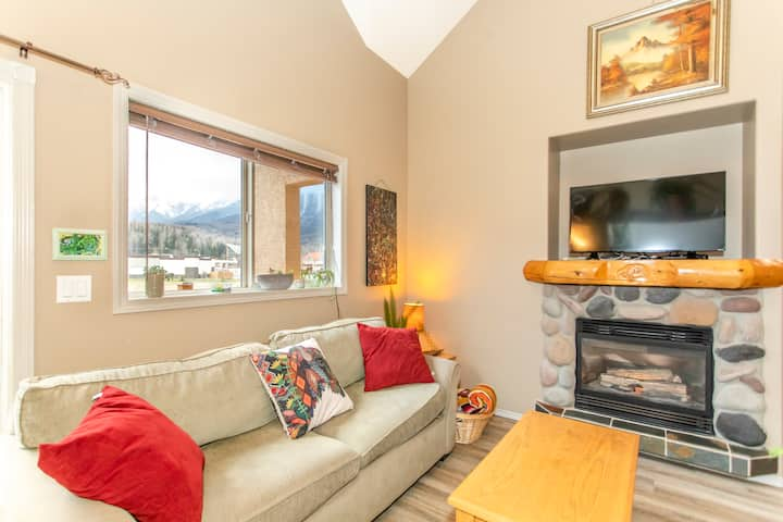 Cozy one bedroom condo with loft and BBQ
