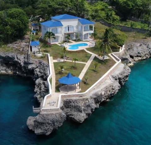 Villa Bianca Ocean Blue - Entire House Sleeps 14