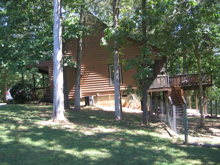 Luray Riverfront,  pet friendly Cabin!