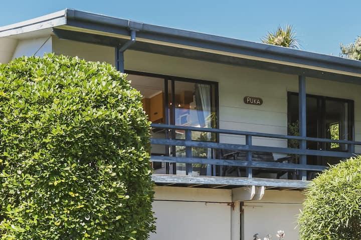 Waimarama Beach Getaway - Puka Cottage