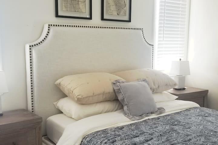 One bedroom in hilltop home/court/craft beer/beach
