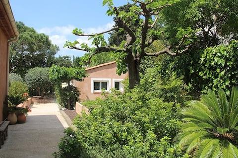 Charmante petite maison au calme dans la verdure