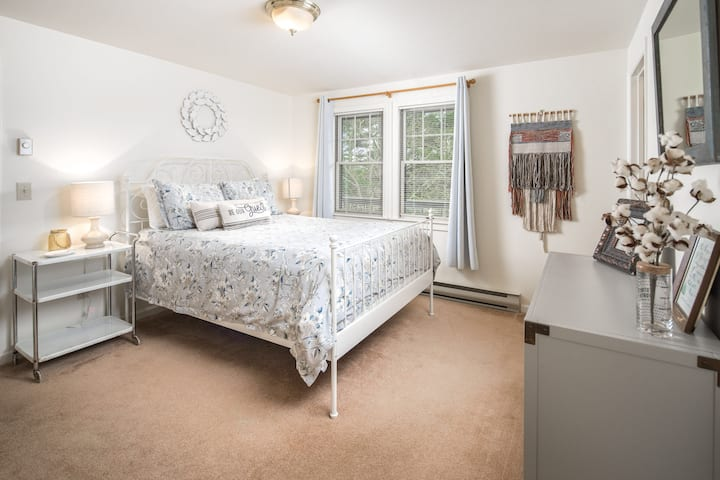 In-Town Spacious Apartment with Private Hot Tub