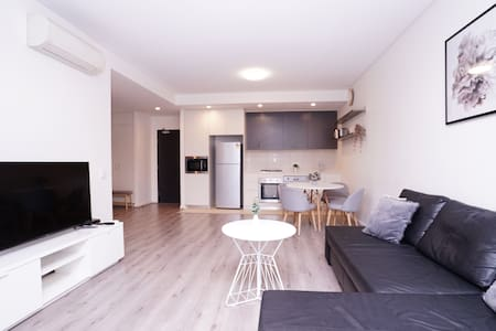 NEW! Modern 1 bedroom apt close to Olympic Park