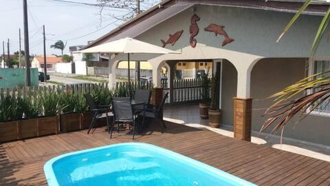 Excelente casa com piscina na Praia de Leste .