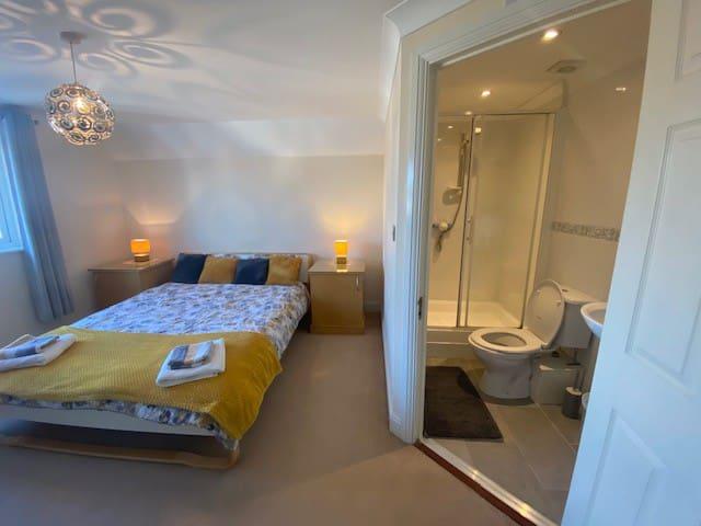 Master bedroom with en suit on the 2nd floor
