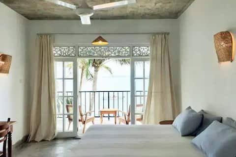 """""""Mamma Mia Mirissa"""" N7 spacious AC room ocean view"""
