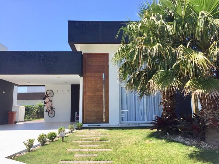 Casa maravilhosa 4dorm, split e wifi em condomínio