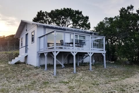 Medina Lake Modern Cottage with Dual Decks