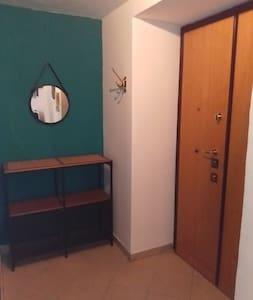 ingresso con comoda porta di larghezza superiore a 81 cm