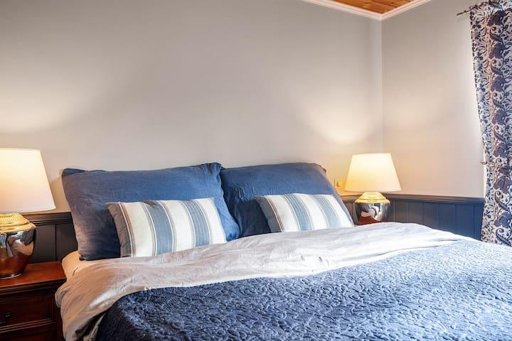 Amerikansk hotellseng: Sengen er produsert av Serta, som er verdens største produsent av hotellsenger. Sengen er 180x210 cm.