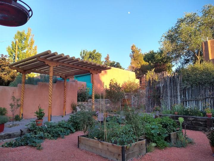 Old Santa Fe Quiet Adobe, Walk to Plaza/Railyard