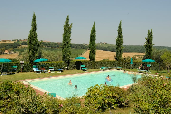 Rural Tuscany | Farmhouse with panoramic pool